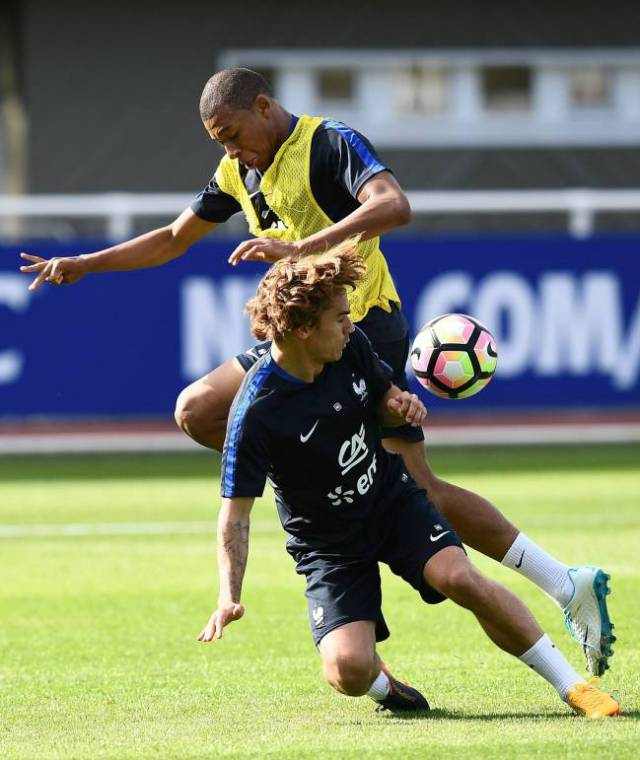 Kylian Mbappe vies with France's forward Antoine Griezmann