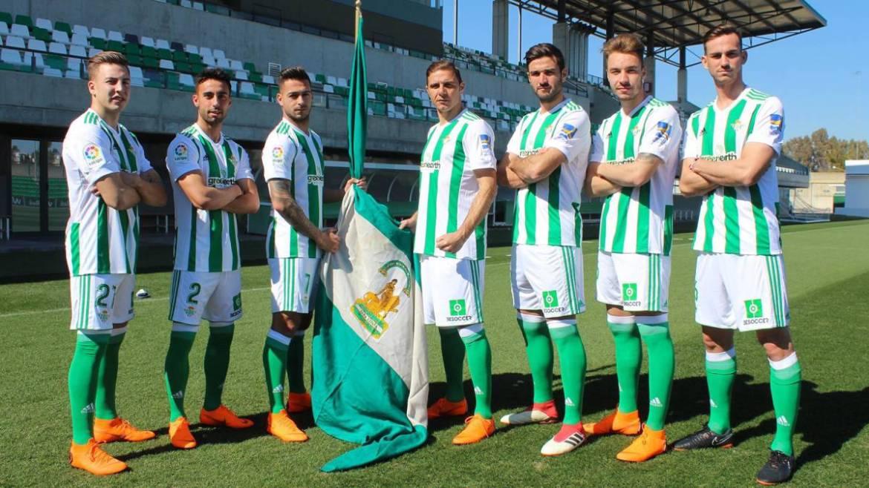 Resultado de imagen para futbolistas con la bandera de andalucia