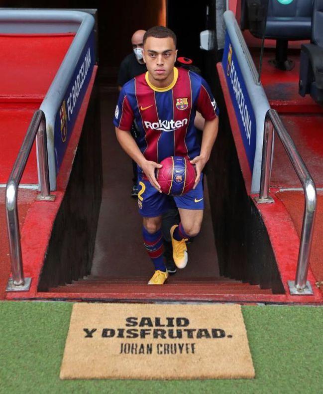 Dest en su presentación con el Barcelona.