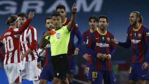 Messi, en el momento de ser expulsado.