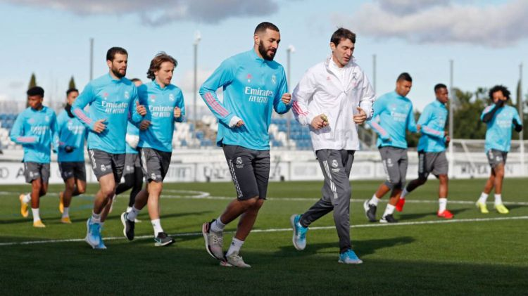 Real Madrid team news: just 12 first team players ...