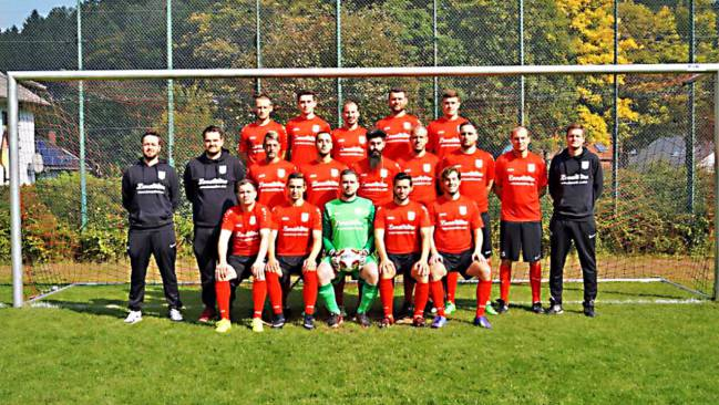 Foto oficial del SV Oberwürzbach, ya con el patrocinio de Lena Nitro