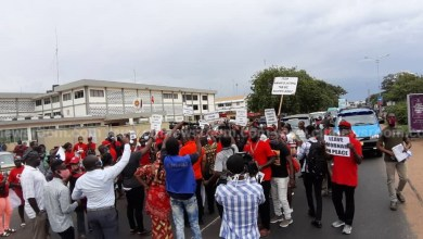 Photo of Police block Bernard Mornah supporters from entering Police Headquarters