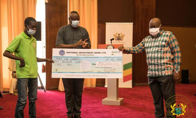 President Akufo-Addo and the Minister for Business Development present an award to Kofi Peprah, one of the men with disabilities