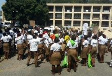 Photo of Police disperse demonstrating School of Hygiene students