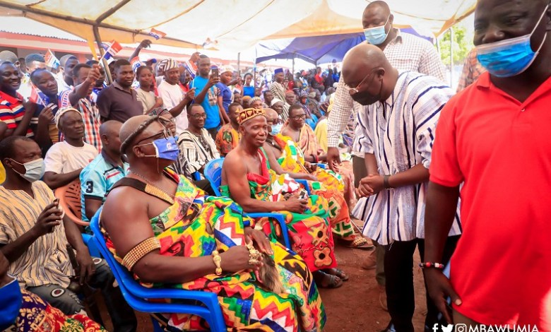 Chiefs and people of Nawuri and Nchumuru Traditional Areas receiving Dr. Mahamudu Bawumia