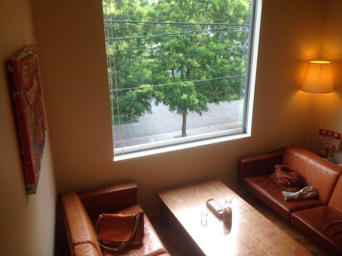 ポコベーグルカフェの二階
