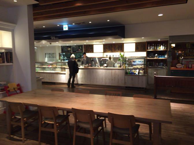 ロンハーマンカフェのダイニングテーブル