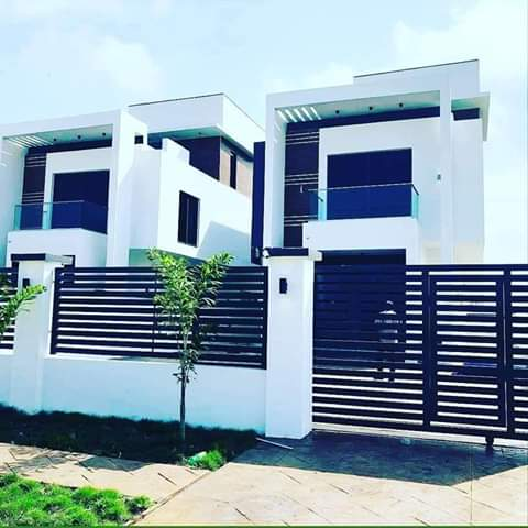 FOR SALE --   FULLY DETACHED 5 BEDROOMS HOUSE + SWIMMING POOL IN BANANA ISLAND.