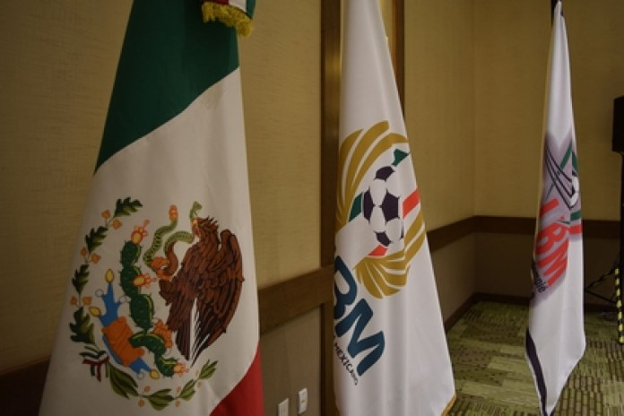 21 clubs were present at the meeting, Víctor Montiel, Rafael Fonseca and Carlos Salcido (Photo: Liga de Balompié Mexicano / Courtesy)