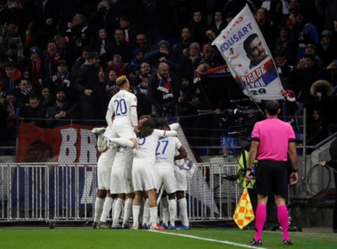 Lyon beat Juventus 1-0 in Turin in the first leg in the round of 16