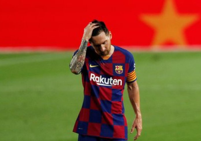 Soccer Football - La Liga Santander - FC Barcelona v Osasuna - Camp Nou, Barcelona, ​​Spain - July 16, 2020 Barcelona's Lionel Messi looks dejected after the match, as play resumes behind closed doors following the outbreak of the coronavirus disease (COVID-19) REUTERS / Albert Gea