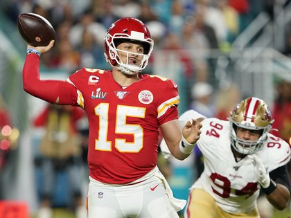 Record: NFL star Patrick Mahomes signed for 10 years and will be the highest paid athlete in the world