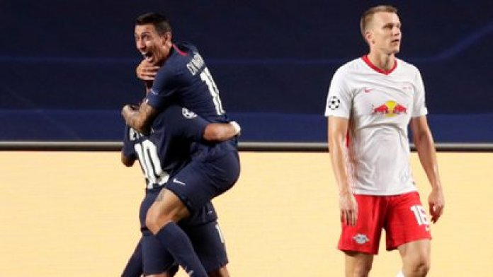 Di María hugs Neymar after the second goal of the Parisians (Manu Fernandez / Pool via REUTERS)