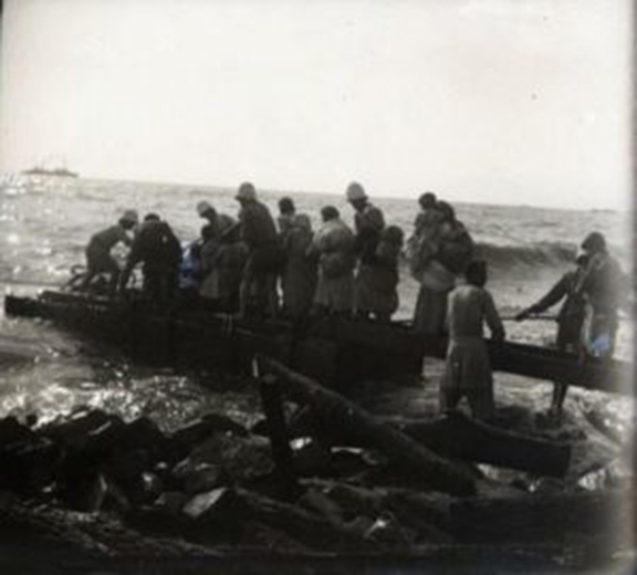 In a rare photo recently discovered at the Armenian Genocide Museum and Institute, Armenian are rushing to board French boats in Musa Dagh in 1915