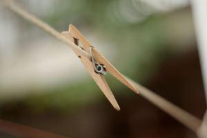 Adicciones - Imagen de una pinza de ropa