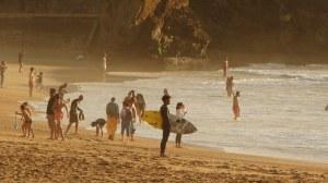 Adolescentes en una Playa - Terapia para adolescentes
