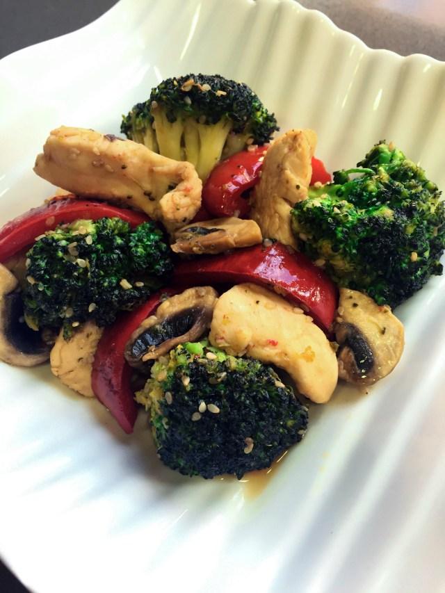 Wok de pollo con verduras y salsa teriyaki