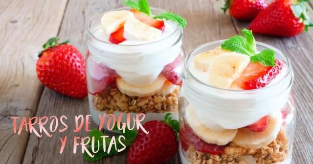 Tarros de yogur y frutas