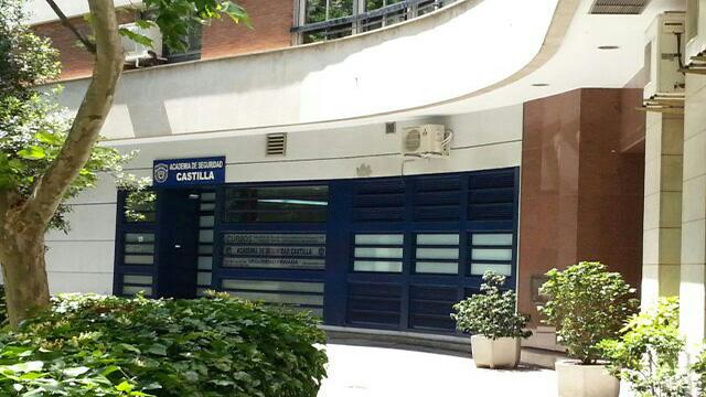 Entrada Principal Lateral Academia
