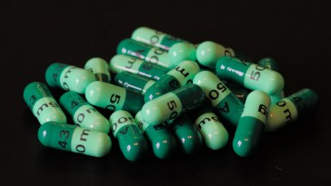 A course of green cefalexin pills