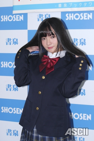 いつもの制服が一番? 西永彩奈の18歳からの姿を凝縮した2nd写真集