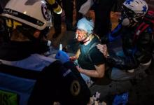 Photo of ضُرب بالهراوات وكُسِر أنفه .. الشرطة الفرنسية تعتدي على مصوّر سوري أثناء احتجاجات باريس..