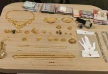صورة أثناء محاولته السفر إلى بلده الشرطة تلقي القبض على متهم بسرقة مصوغات ذهبية غالية الثمن..