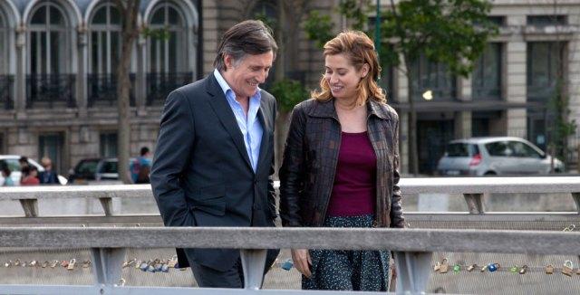 Alix (Emmanuelle Devos) y Doug (Gabriel Byrne)