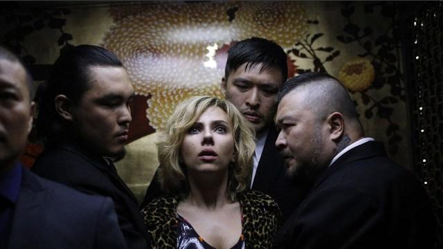 Lucy parte confundida y desadaptada, perfil que abunda en los héroes de Besson.