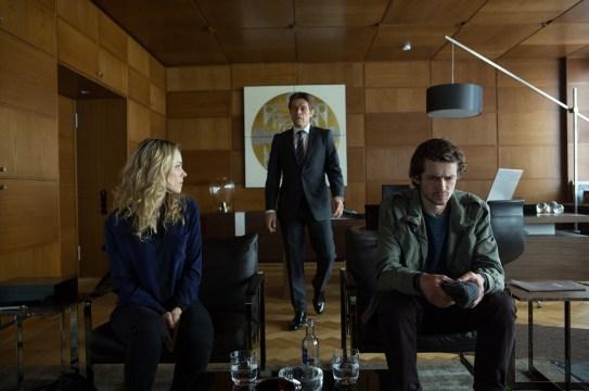 Rachel McAdams es Annabel Richter, abogada de DDHH y Willem Dafoe es el banquero Tommy Brue