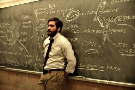Jake como Adam, el profesor de historia