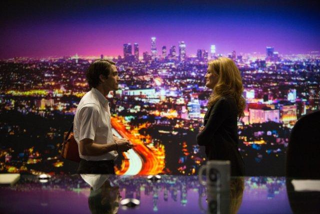 """""""En televisión, todo se ve tan real"""" le confiesa Bloom a Nina la primera vez que visita el canal."""