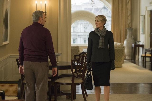 El quiebre definitivo, plano en el que Frank nos da la espalda (como a Claire durante la temporada) y Claire aparece de frente.