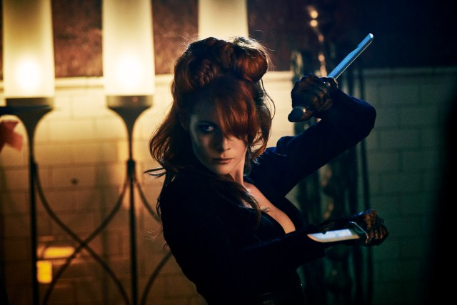 Emily Beecham como The Widow.