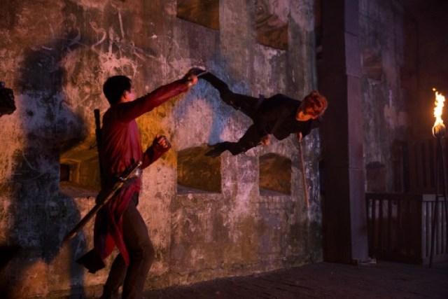 El clímax enfrenta a la Viuda (Emily Beecham) y a Sunny.