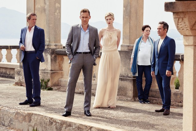 Tom Hiddleston como Jonathan Pine, Tom Hollander como Major Corkoran, Elizabeth Debicki como Jed Marshall, Olivia Colman como Angela Burr, y Hugh Laurie como Richard Roper.