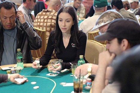 Portrait d'Isabelle Mercier, une joueuse de poker parmi les hommes