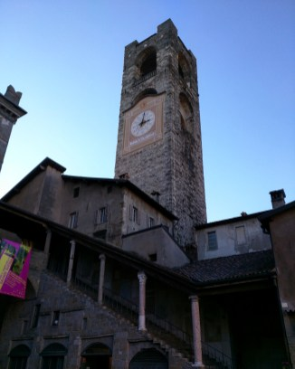 escadaria coberta piazza vecchia bergamo