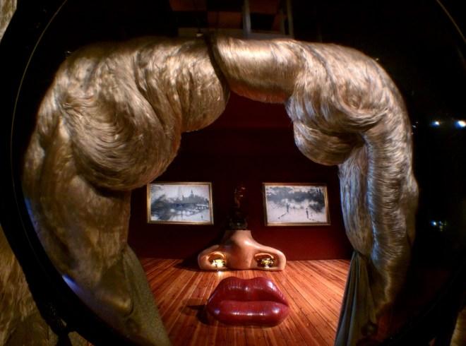 Teatro Museu Dalí Rosto de Mae West