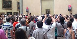 turistas-tirando-fotos-da-mona-lisa
