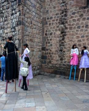 Carnaval Cusco pernas de pau 3