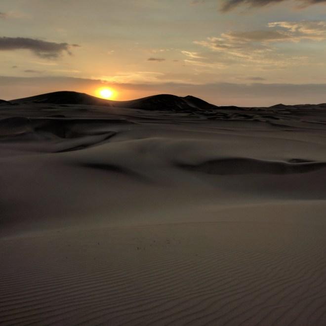 Huacachina oásis Peru por do sol no deserto