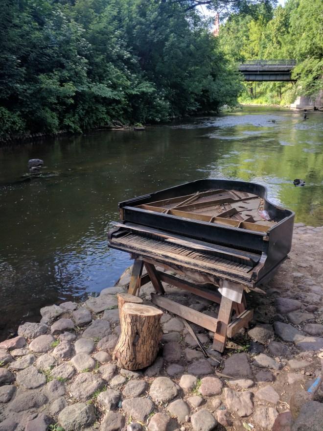 Republica de Uzupis vilnius lituania piano no rio