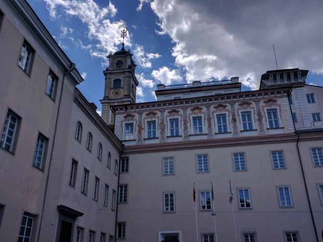 Universidade de Vilnius Lituania patio da biblioteca