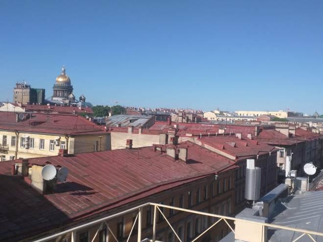 Café solaris telhado petersburgo vista st isaac