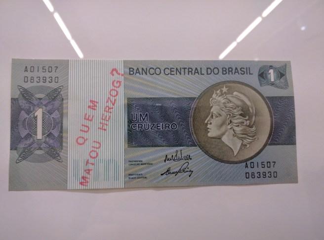 Inhotim Galeria Fonte exposição de Cildo Meireles dinheiro quem matou Herzog