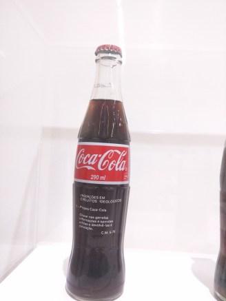 Inhotim Galeria Fonte exposição de Cildo Meireles garrafas de coca-cola