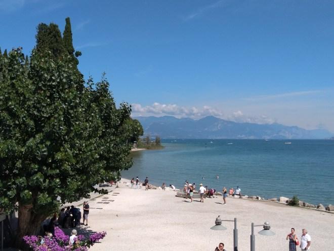 Lago de Garda Sirmione praia publica
