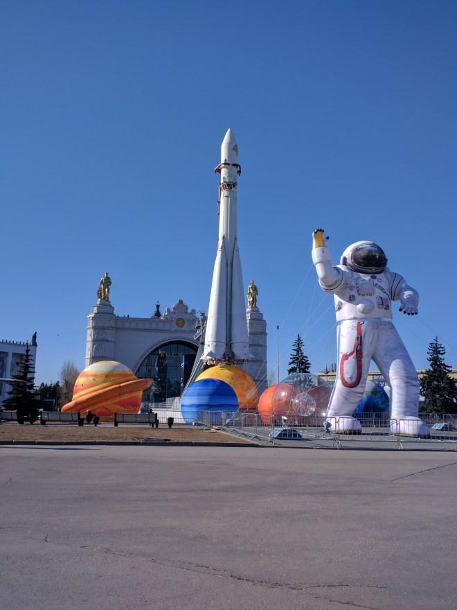 Moscou VDNKh parque exposições países comunistas pavilhão cosmonautas